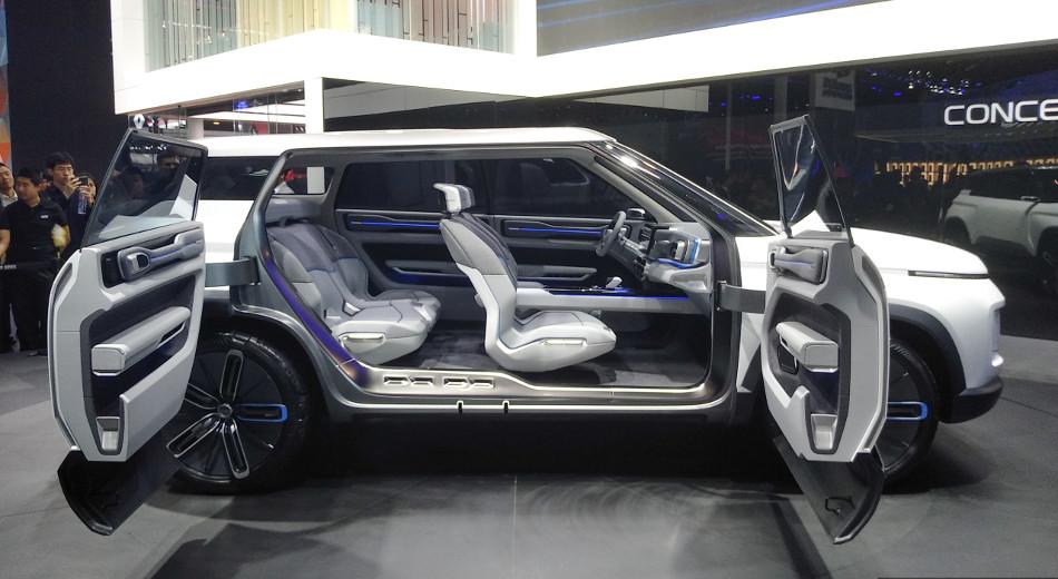 La marca asiática Geely presentó el Icon, apoyándose en el Volvo XC40