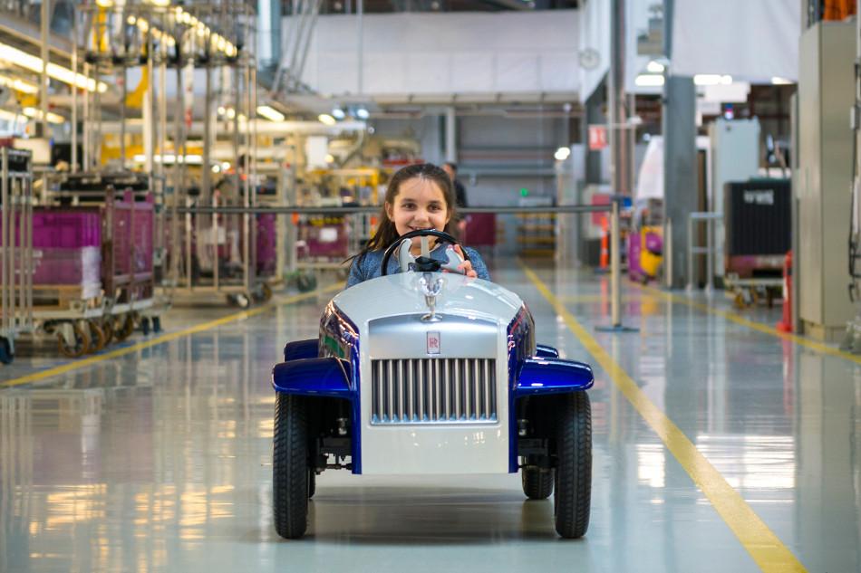 El pequeño eléctrico Rolls-Royce SRH que ayuda a los niños el Reino Unido