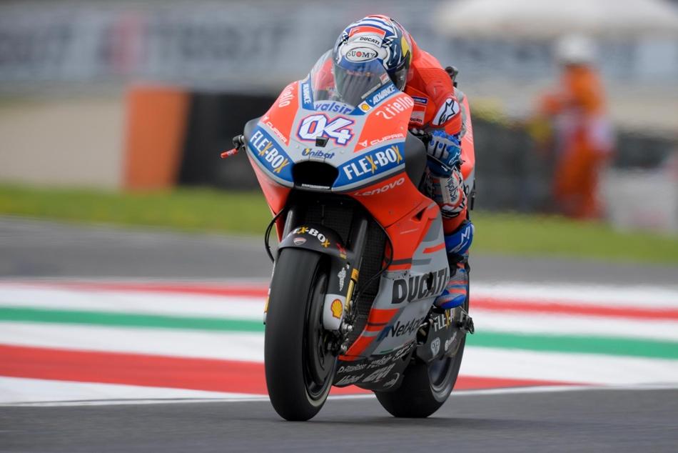 Andrea Iannone domina un accidentado FP2
