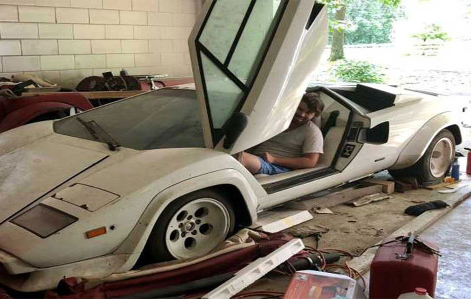 Descubre un Lamborghini y un Ferrari en el garage de sus abuelos