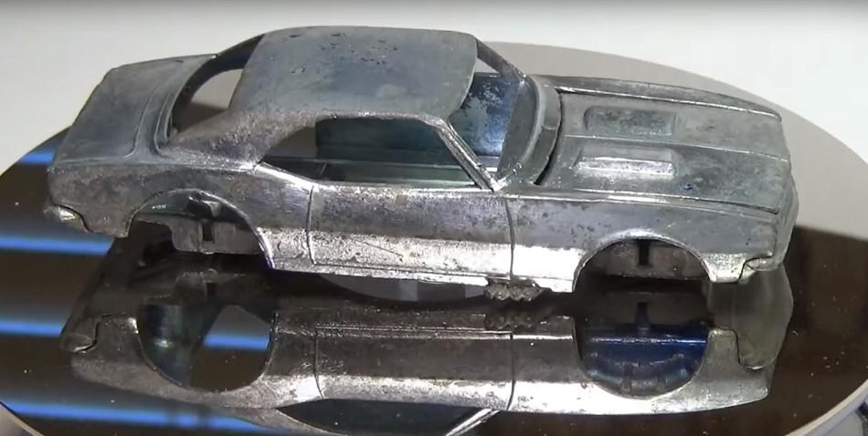 La interesante restauración de un coche Hot Wheels
