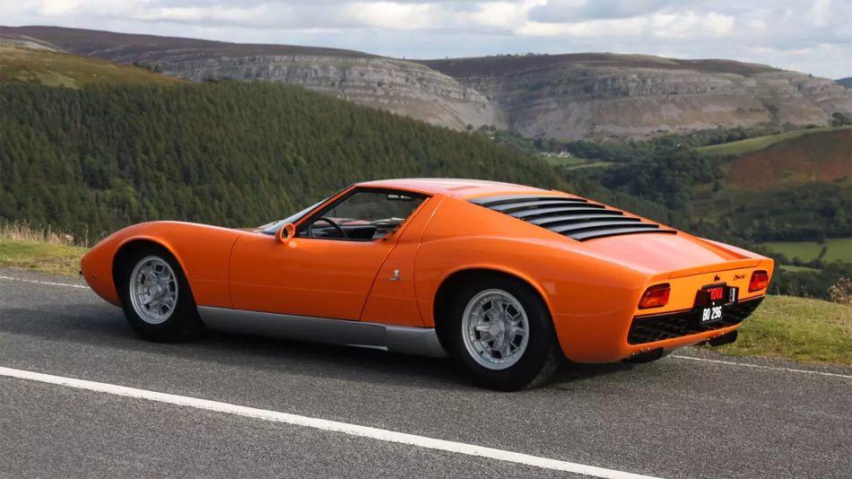 Lamborghini Miura, el coche que cambió la historia de los deportivos