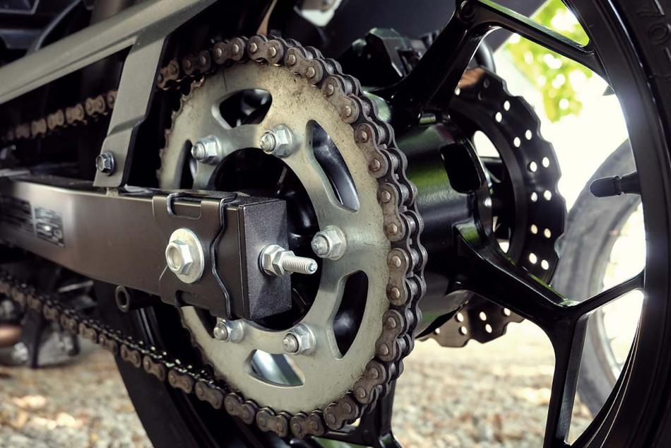 Aprenda a tensar la cadena de su moto