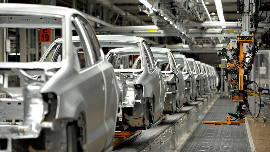 Volkswagen ya puso fecha límite a la producción de autos de combustión