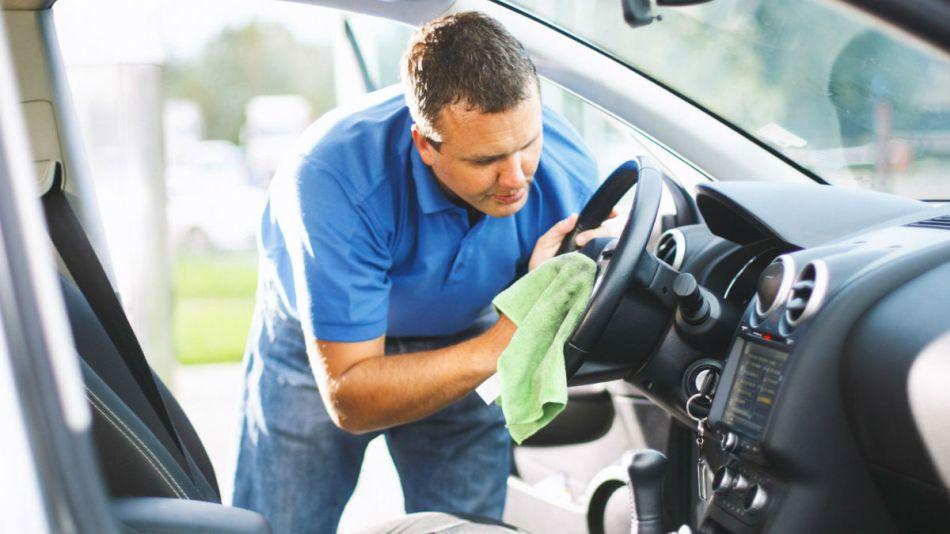 Consejos básicos para limpiar de tu coche como un profesional