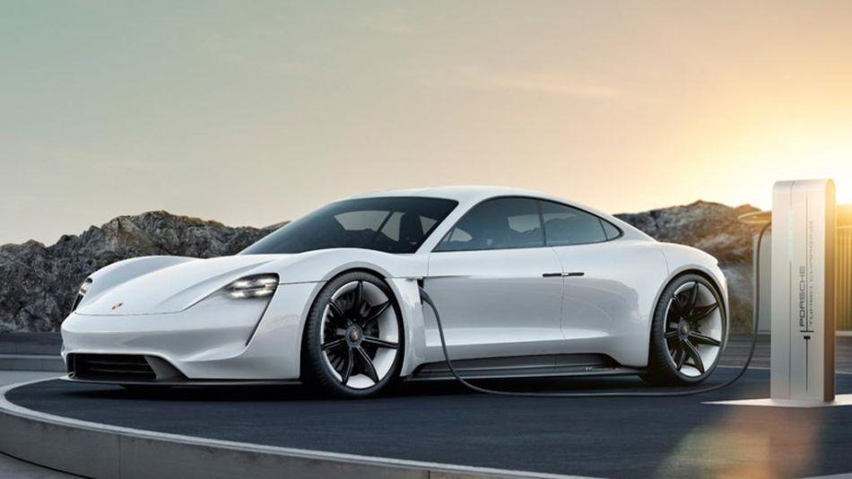 Tres años de cargas gratis a los compradores del Porsche Taycan
