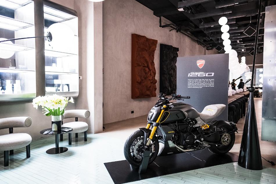 Deslúmbrate con la Ducati Diavel 1260 S Materico