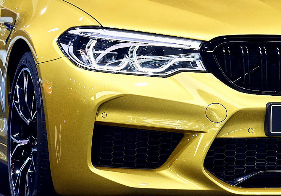BMW M5 Competition Austin Yellow Metallic