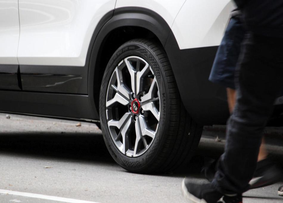 Kia Seltos es el nuevo SUV de la marca coreana, y ya se dejó ver