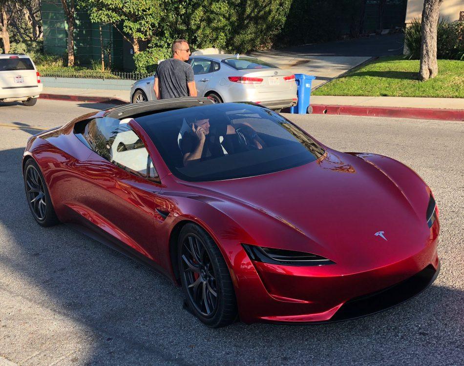 Elon Musk ha prometido que le pondrá cohetes al Tesla Roadster 2020