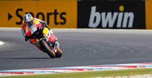 Dani Pedrosa no se baja del primer puesto en los FP2 de Brno