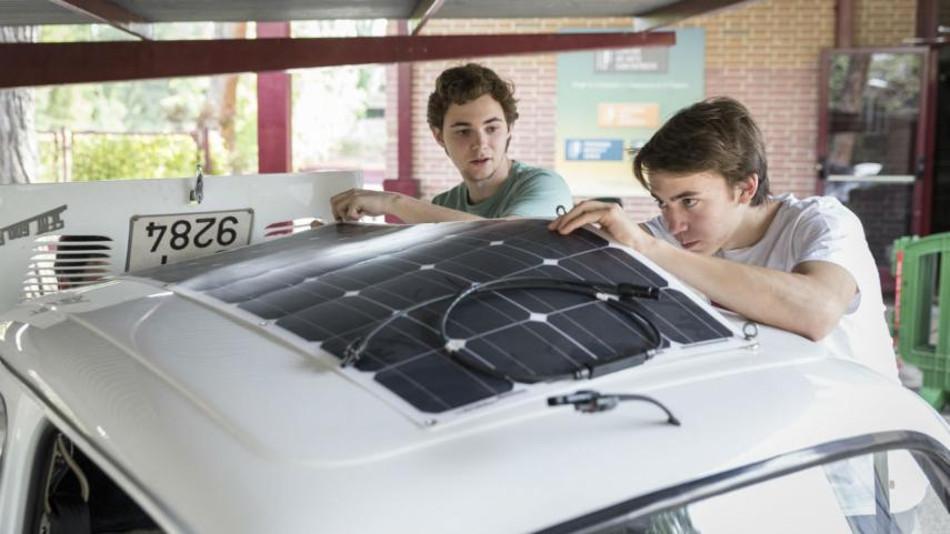 Conoce el Seat 600 eléctrico hecho por estudiantes de bachillerato