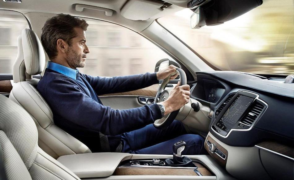 La ergonomía y postura de las manos en la conducción