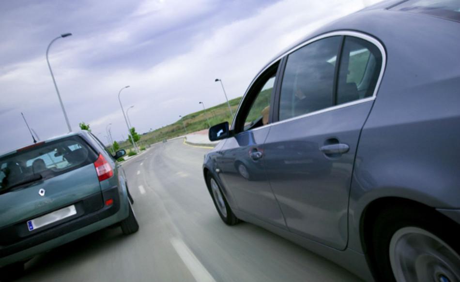 Cómo superar coches correctamente