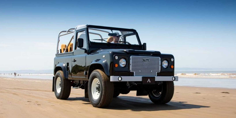 Arkonik aplicó Restomod a un Land Rover Defender 1989