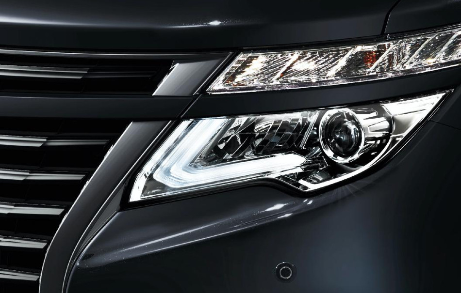 Nissan Elgrand Highway Star Jet Black Urban Chrome
