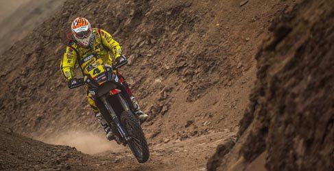 Los españoles de motos superan el maratón y el ecuador del Dakar 2013