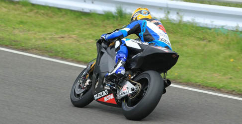 Miembros de Suzuki visitan los test de Sepang de MotoGP