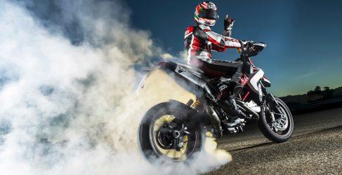 Nicky Hayden se monta en la Hypermotard 2013