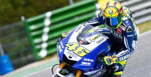 Valentino Rossi lo borda en los FP2 de MotoGP en Montmeló