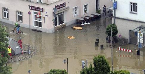 MAN con las victimas de las inundaciones en Alemania