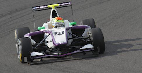 Sims, el más rápido en los libres de GP3 en Nürburgring