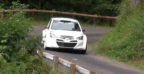 Turno de asfalto en los test del Hyundai i20 WRC