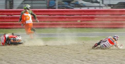 Accidentado Warm Up de MotoGP para Márquez en Silverstone
