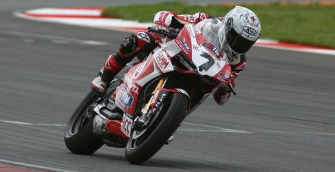Carlos Checa KO para el resto del Mundial de Superbikes