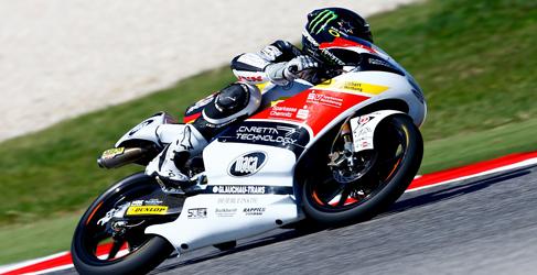 Jack Miller saca pecho en los FP2 de Moto3 en Sepang