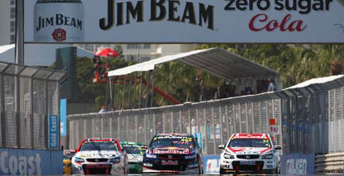 Craig Lowndes aprovecha su oportunidad en la Gold Coast