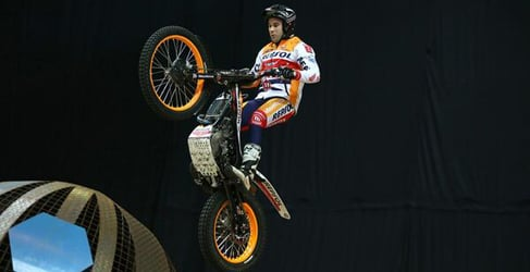 Toni Bou gana el Trial Indoor de Sheffield