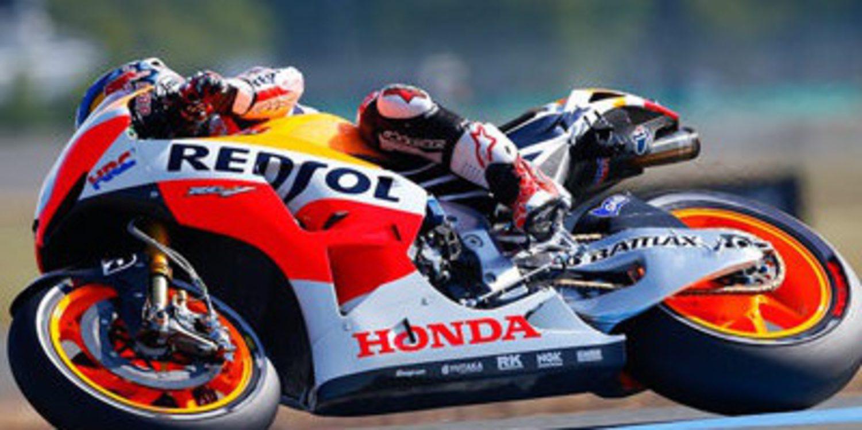 Dani Pedrosa gana el GP de Francia de MotoGP bajo la lluvia